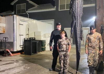 family hunting alligator